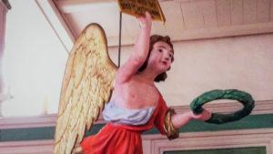 Alter Fritz und schwebende Engel
